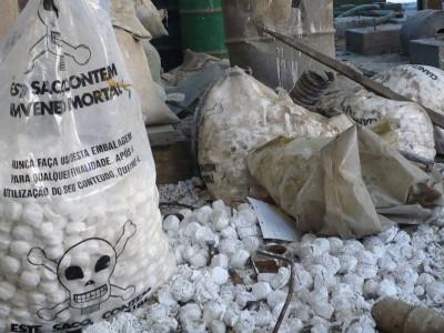 Parte de las bolsas con pastillas de cianuro que Mu encontró en la mina Pan de Azúcar, en la Puna. En la Quebrada querían instalar una mina de uranio.
